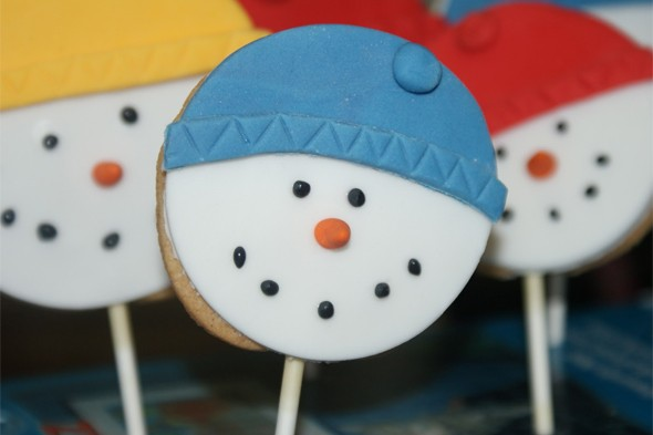 The Pink Whisk snowman cookie lollipops