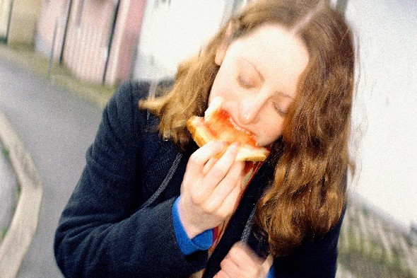 woman-eating-toast-on-the-street