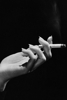 woman-smoking-cigarette-oral-cancer