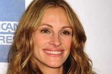 Julia Roberts goes back to blonde
