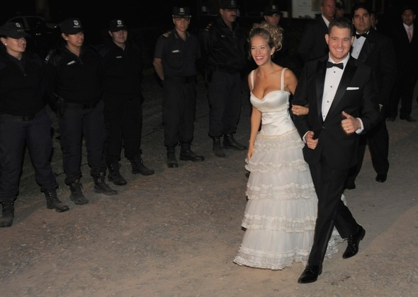 Michael Bubl 233 And Luisana Lopilato Have Third Wedding Ceremony In Canada Huffpost Uk