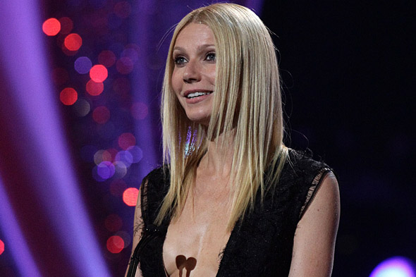 Gwyneth Paltrow on stage at the 2011 National Movie Awards in Roksanda Ilincic.