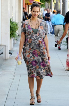 Jessica-Alba-Street-Style-LA-Spring-Florals-AOL-My-Daily