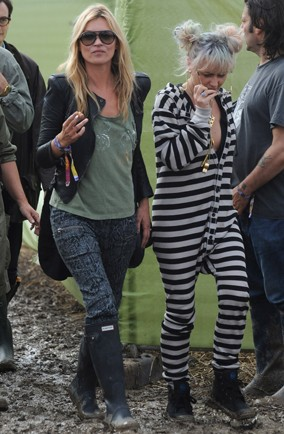 kate-moss-glastonbury-festival-2011-jaime-winstone-my-daily-aol