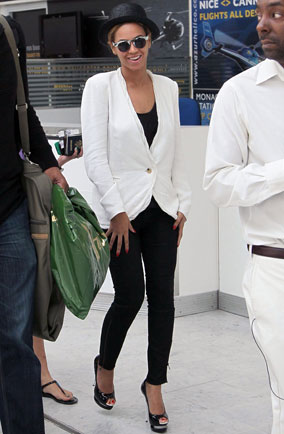 Beyonce Knowles at Nice airport