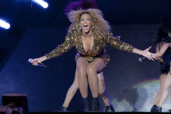 glastonbury-2011-beyonce-pyramid-stage
