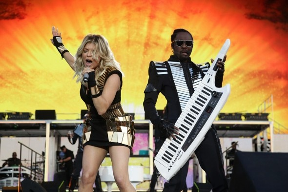 Fergie-black-eyed-peas-futurisitc-minidress-2011-wireless-festival