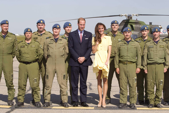 William and Kate with the Canadian Forces Flight Crew at Calgary aiport