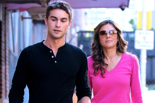 Hot new couple? Liz and Chace film (another!) scene together