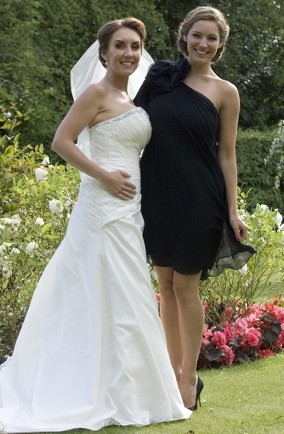 kelly-brook-bridesmaid-wedding-style-black-dress-Scotland-pics