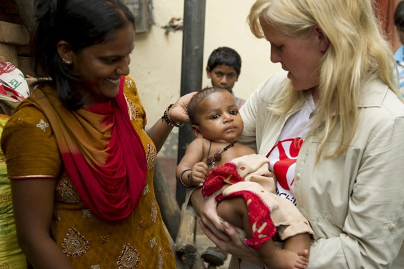 Ashley Jensen's diary: Visiting the slums of Delhi