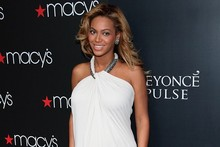 Beyonce gets glam for second fragrance launch in white feathered frock
