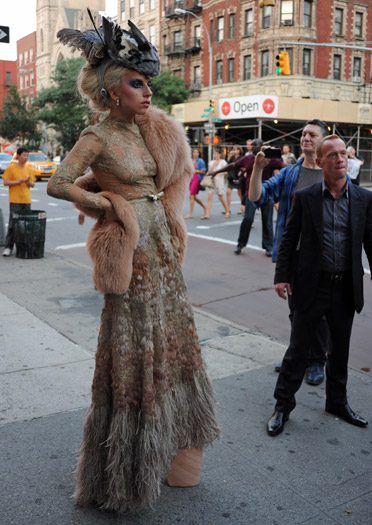 Lady Gaga gets phone-papped