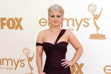 Kelly Osbourne does Hollywood glam in a plum mermaid dress at the Emmys