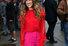 Sarah Jessica Parker gets colour clashing in red and pink