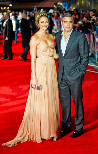 George Clooney, Stacy Keibler - The Descendants premiere
