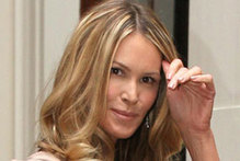 Elle Macpherson steals Kate Middleton's style to meet the Queen