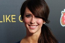 Jennifer Love Hewitt shows off side-swept ponytail