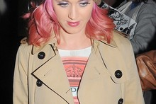 Katy Perry renews her affection for pink hair