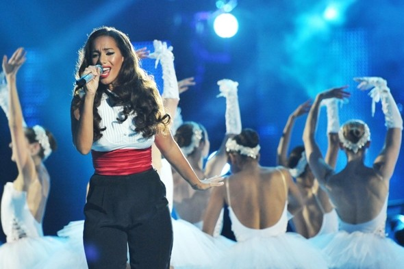 Check, please! Leona Lewis channels waiter style at Michael Jackson tribute concert