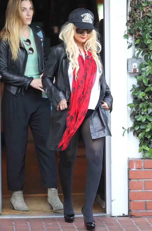 Christina Aguilera goes out and forgets her trousers again