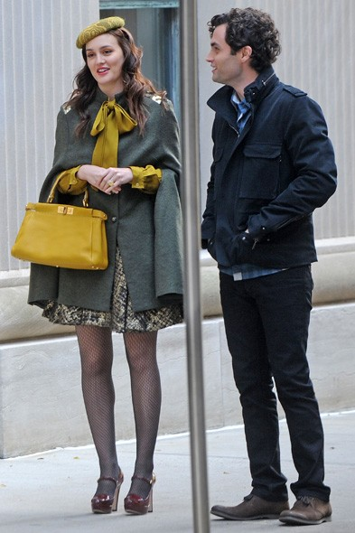 Loving Leighton's green layering on set with Penn Badgley