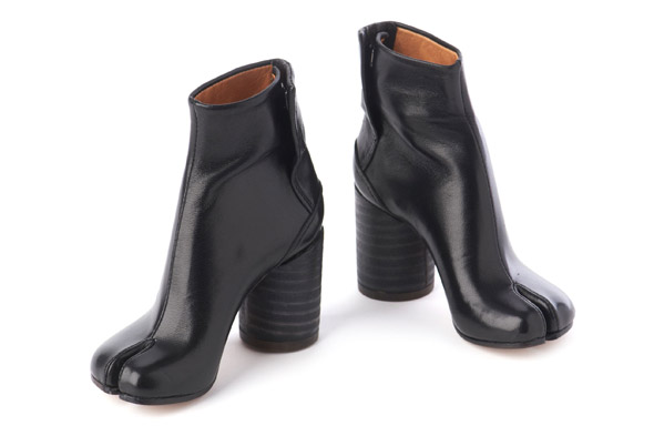 Mini black boots by Margiela
