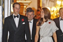 Kate dazzles in silver grecian gown