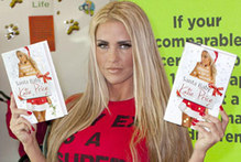 Katie Price wears weird ex-boyfriend related T-shirt, MyDaily mulls this over
