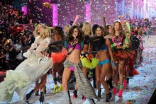 Must-see pics: The 2011 Victoria's Secret Show