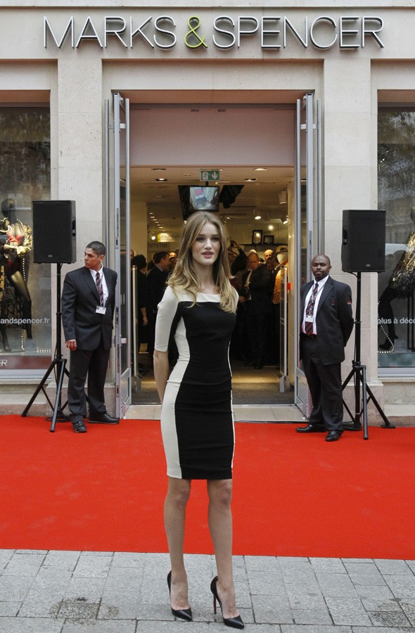 Rosie huntington whiteley launches marks and spencer paris for Adresse mark and spencer paris