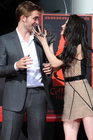 Robert Pattinson and Kristen Stewart at Grauman's Chinese Theatre