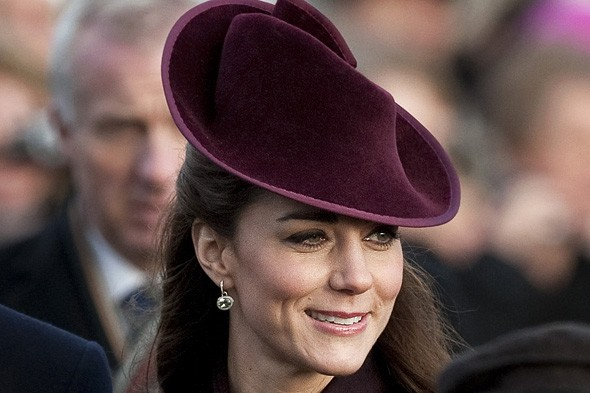 kate-middleton-christmas-day-earrings