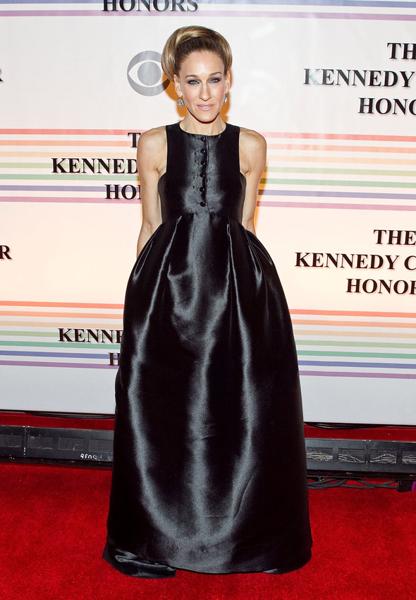LBD trend reversal: SJP wears very large black dress to Kennedy Honors, 