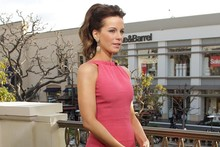 Kate Beckinsale wears chic shift dress and Barbie ponytail on the Extra show