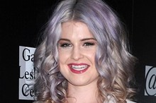 Kelly Osbourne debuts purple rinse at charity fashion bash