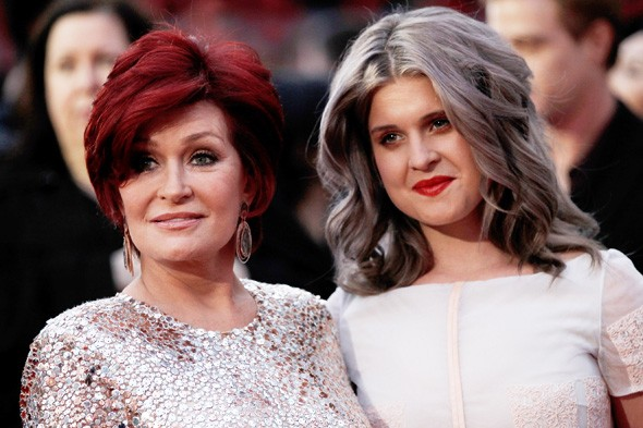 Sharon and Kelly Osbourne with grey hair on the red carpet at the People's Choice Awards