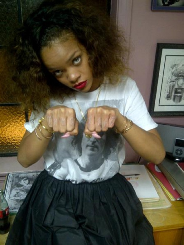 Tat Amo: Rihanna gets new tattoo, tweets pictures, world observes