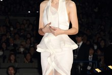 Rooney Mara wows in white at Dragon Tattoo Tokyo premiere