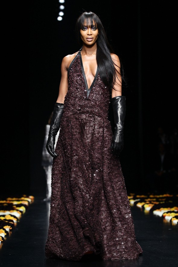 Naomi Campbell closes Milan Fashion Week