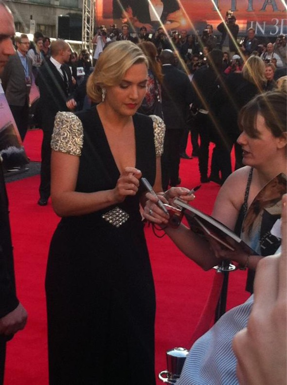 Kate Winslet gives a masterclass in red carpet glamour for Titanic in 3D