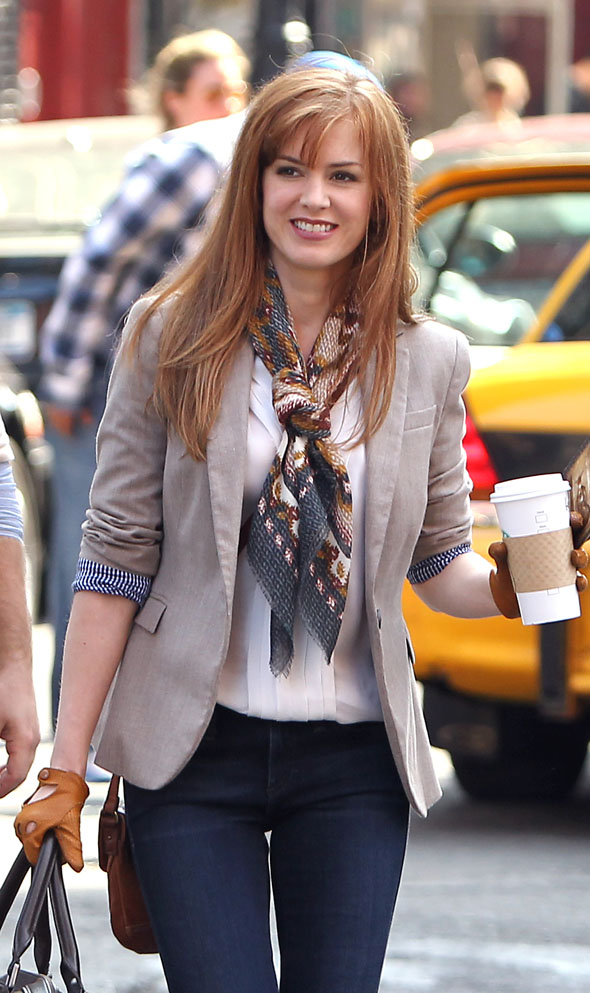 Isla Fisher shows off her new fringe on set in New York