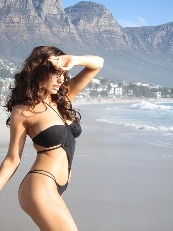 Kelly Brook sees Rihanna's Facebook bikinifest and raises her a Tumblr