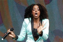 Kelly Rowland is second singer this week to forget trousers