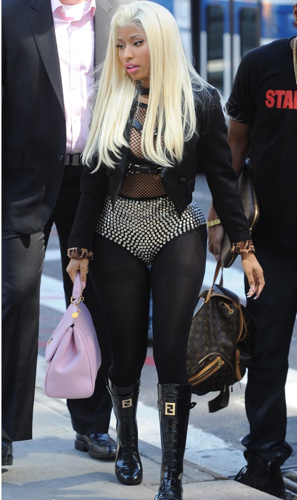 Nicki Minaj, where are your trousers?
