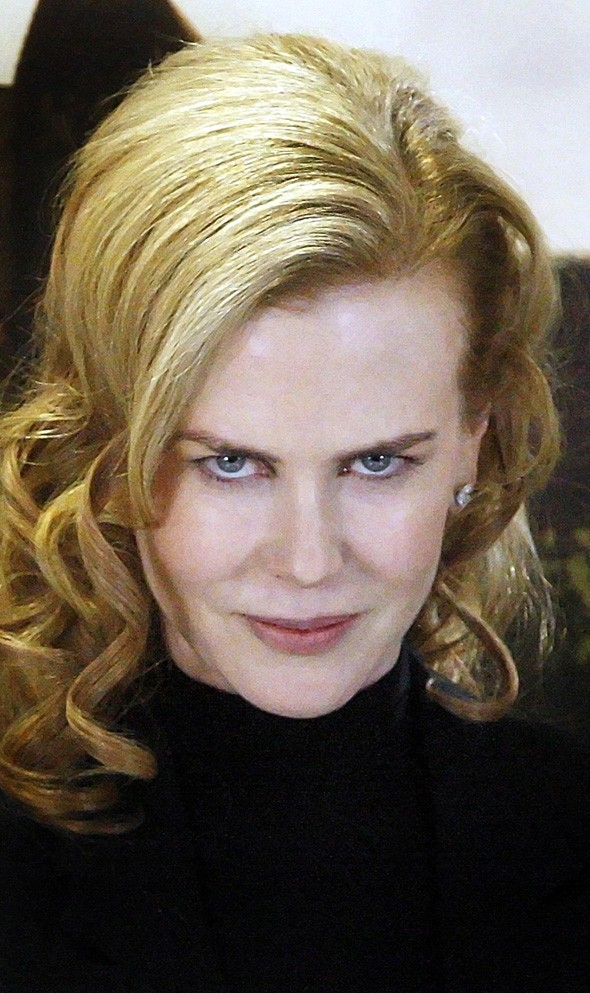 Nicole Kidman scores third heartthrob with Colin Firth, looks smug
