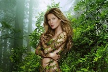 Gisele does her best Mother Earth impression in ivy leaves and flip flops