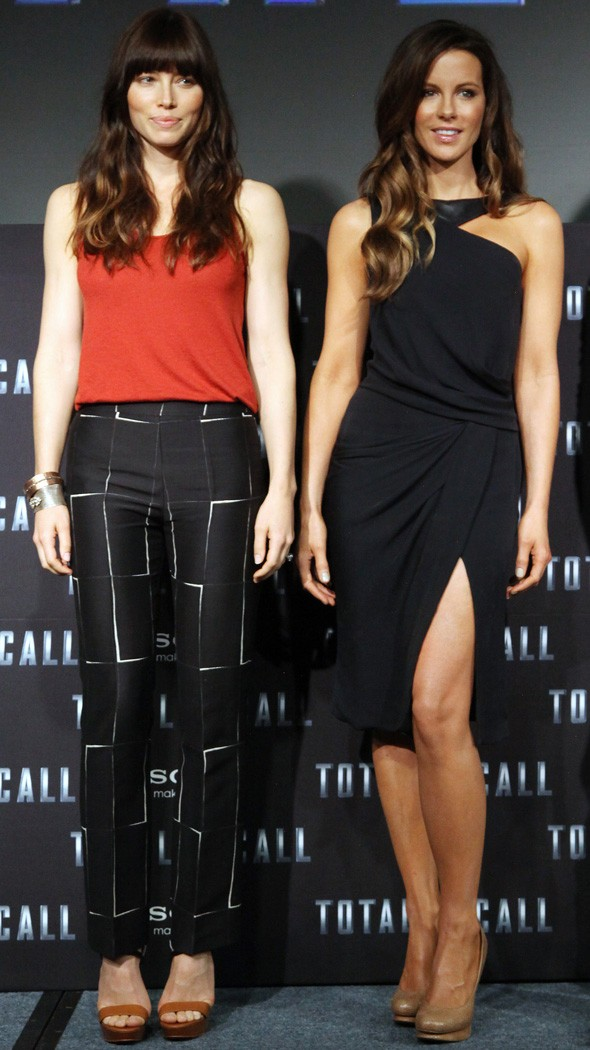 Jessica Biel and Kate Beckinsale at the Total Recall photo call in Mexico
