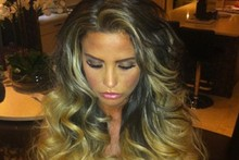Didn't last long: Katie Price ditches 'natural' look, stages underwear shoot on Twitter