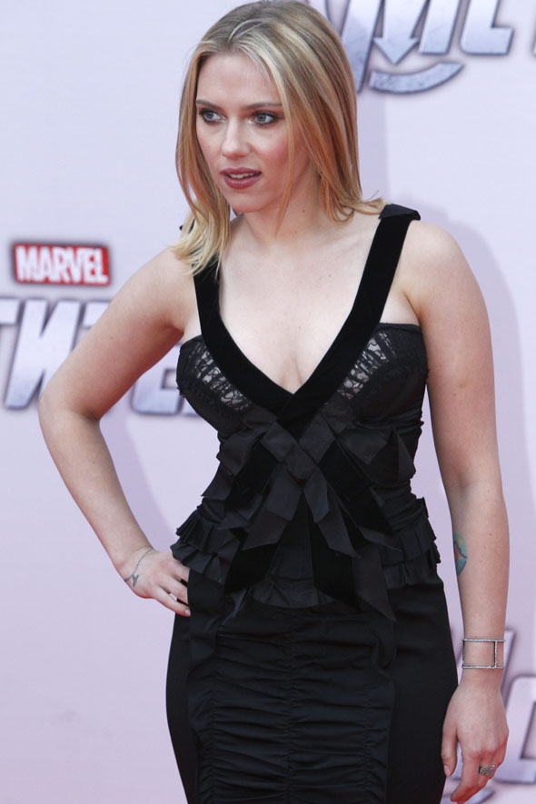 Scarlett takes the plunge Marvel photocall in Moscow